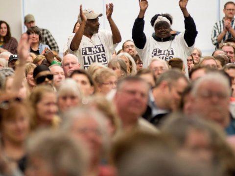 Bürger von Osceola bei der öffentlichen Anhörung im Nestle-Prozess © AP/Neil Blake