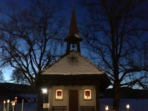 Allmendkapelle Ägeri in der Dämmerung