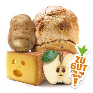 Beste Reste: Käse, Kartoffel, Brot und Apfel mit Gesicht