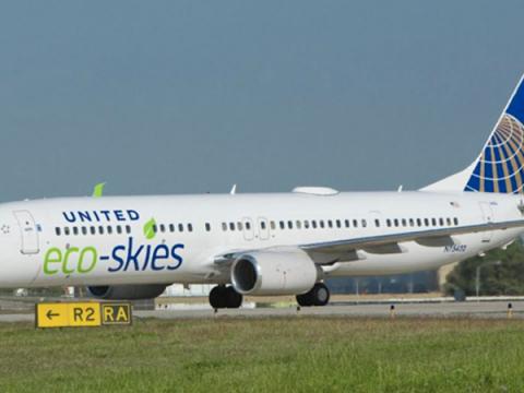 Flugzeug mit Label Eco Skies Alliance von United Alliance